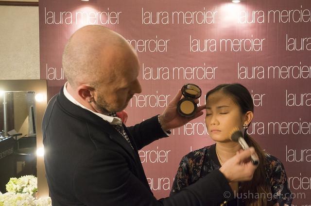 laura-mercier-smooth-finish-powder-foundation