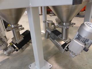 Stazione di dosaggio a 3 componenti per settore plastica