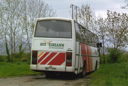 BUS EIREANN PD9 90D11009 NEAR HOSPITAL 060503
