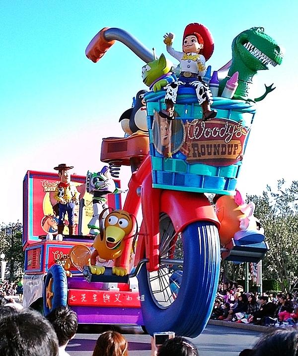 6 迪士尼聖誕村大遊行幸福在這裡夢之光大遊行