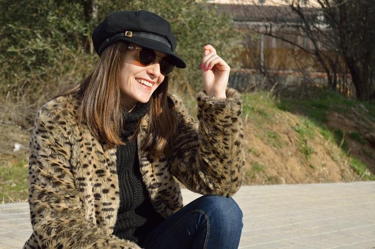 lara-vazquez-madlula-hat-black-round-shades