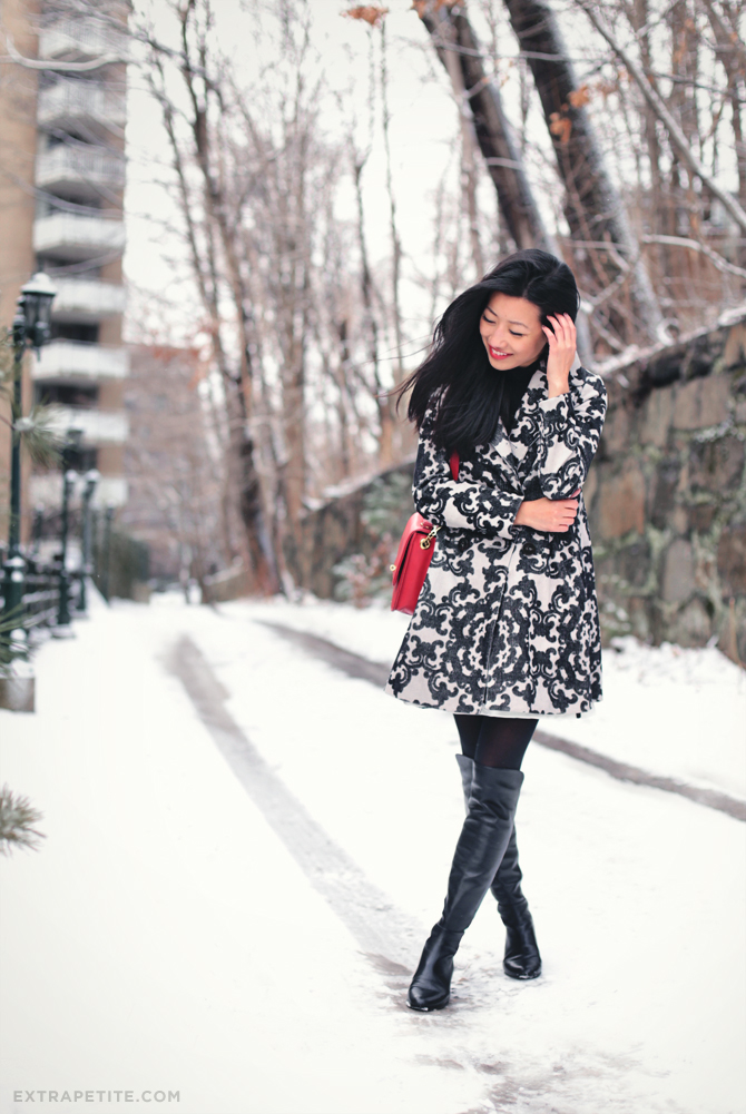 snow day scroll print coat2