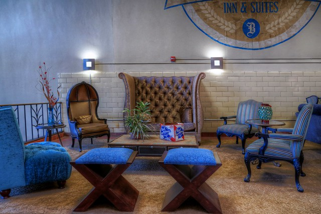 Lounge at Brewhouse Inn & Suites