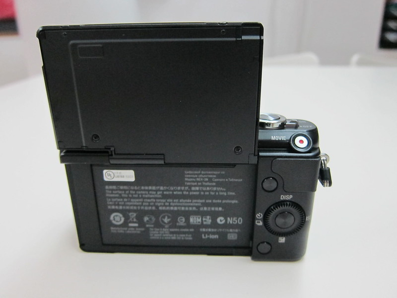 Sony NEX-3N - LCD Screen Flip Up