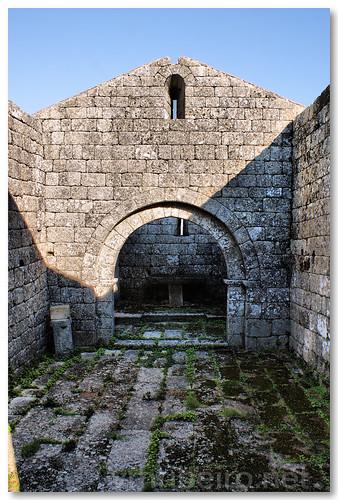 Interior da capela de S. Miguel do Castelo by VRfoto
