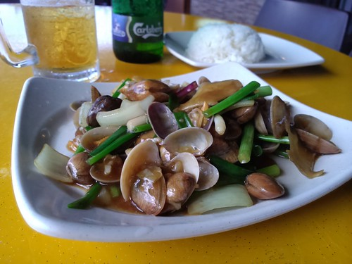Clams with ginger and spring onions