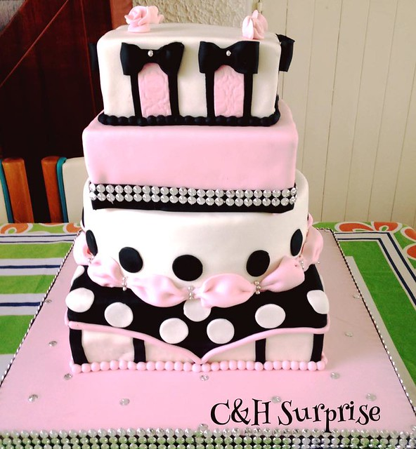 Cake by Dulces Detalles.