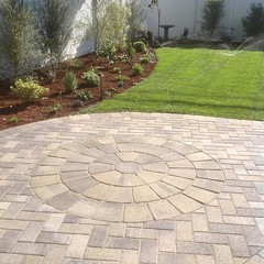 New paver patio in a new backyard. Perfect for the family! Alford's English Gardens is certified ICPI installers#contractor #womeninbusiness #womendoingmenswork #womenpreneur #womenpower #womeninbiz #interlockingpavers #garden #alfordsgardens #cottagelife
