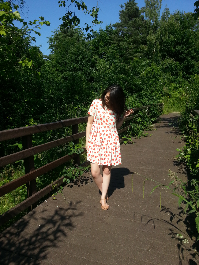 Daisybutter - UK Style and Fashion Blog: what i wore, british fashion blogger, daisy print smock dress, independent boutiques, ever ours, tan sandals, daisybutter blog