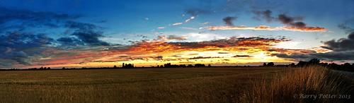sunset landscape nikon yorkshire eastyorkshire barrypotter valeofyork yabbadabbadoo eastridingofyorkshire yorkshirewolds nikond90 sigma1770mm28 barrypotternet barrypotteredenmedia