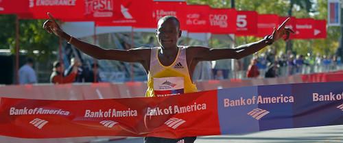 Kimetto rompe récord para ganar el Maratón de Chicago 2013, Jeptoo gana la femenil