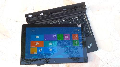ลองถอดหน้าจอ Lenovo ThinkPad Helix มาใช้แบบแท็บเล็ตบ้าง