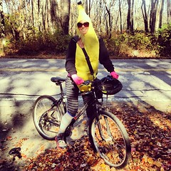 Lovely day for a ride. @ashruns100s remember the SF happiness project? This is similar. #bike#smilepeople#banana#tasty