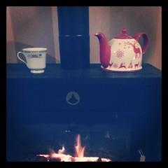 ♧ prendre une tisane devant le poêle ♧ #hiver #poele #automne #the #tisane #ourlittlefamily #france