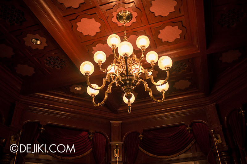 Mystic Manor - Preshow room lights