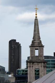 Vue sur l'Eglise Saint Vedast Foster et la Lauderdale Tower depuis la terrasse du One New Change