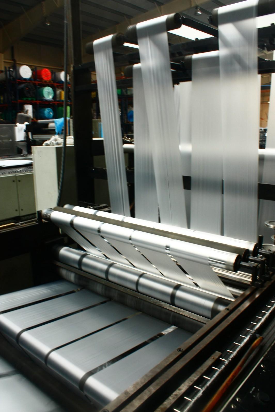 Plastior fabricantes de pl sticos cubre palets bolsas for Cubre piscinas automatico precio
