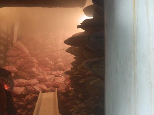 現場查獲冷凍櫃內大量之海豚肉(圖片來源:屏東林管處)