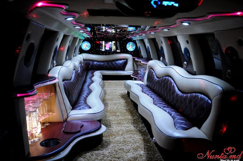 Închirierea limuzinelor Prestigelimo Moldova, Chişinău de la 45 euro/ora > Foto din galeria `Ford Excursion:anul fabricarii 2004,Lungimea 12m,pasageri 24`