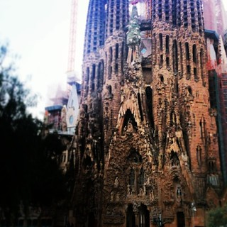 Εικόνα από Basilica de la Sagrada Família κοντά σε Gràcia. square lofi squareformat iphoneography instagramapp uploaded:by=instagram foursquare:venue=4adcda50f964a520544121e3