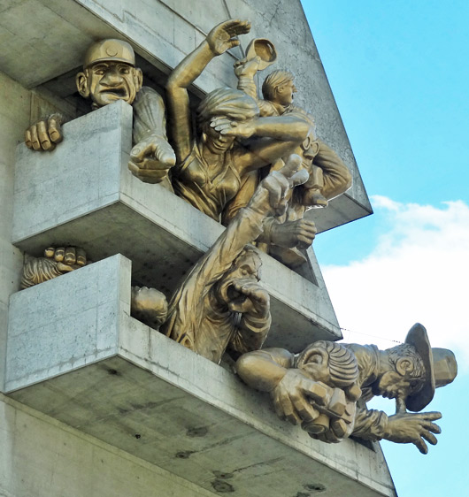 cn-tower-sculpture-sports