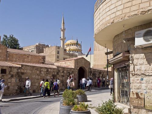 reisen travelling naherosten neareast الشرقالأوسطالأقصى jordanien الأردن jordan madaba minarett minaret himmel sky blau blue menschen people olympuse5 schreibtnix