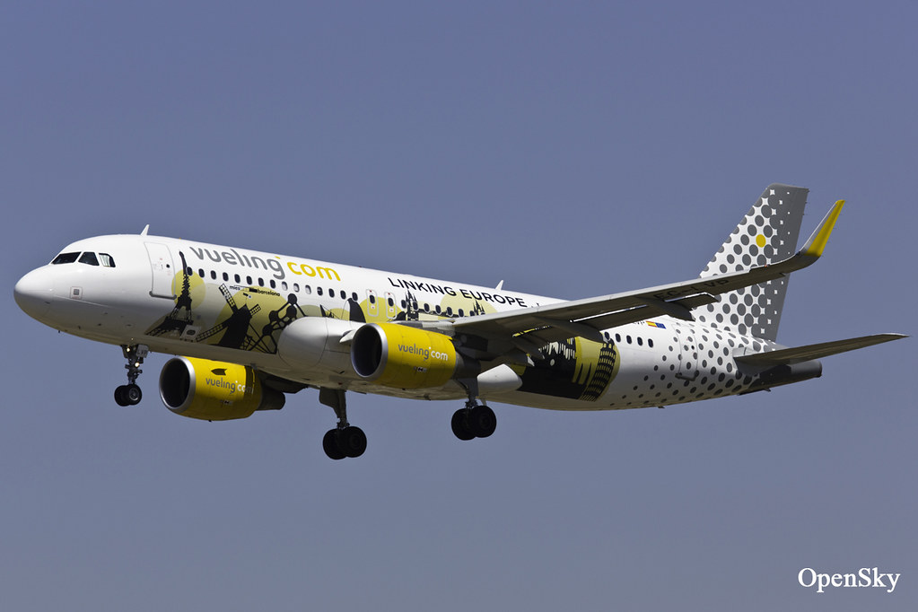Vueling Airbus A320-214(WL) EC-LVP