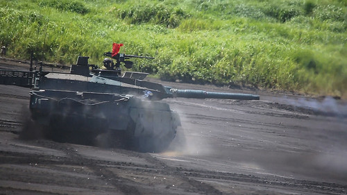 ロシア 戦車でバイアスロン・・・