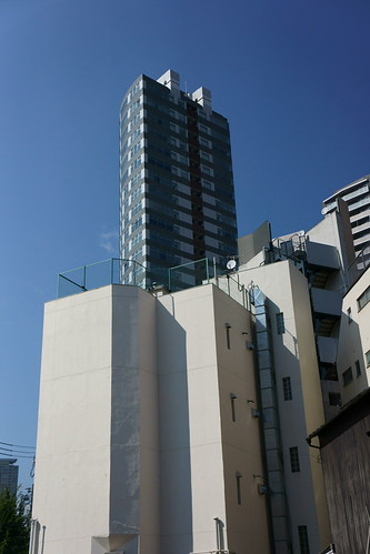 The skyscraper of summer  by leicadaisuki