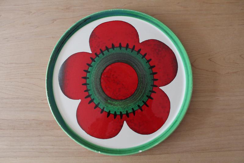Handgeverfd bord in rood en groen