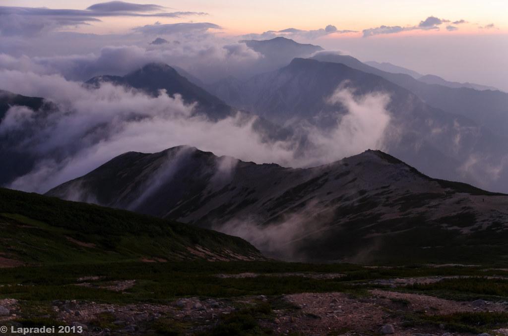 20130811 けぶる山々
