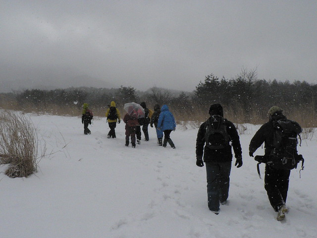 やわらかく湿り気の多い雪を踏みながら,登山道を歩いた.