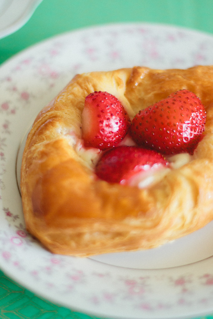 {strawberry-rose cream cheese tart} via chevrons & éclairs