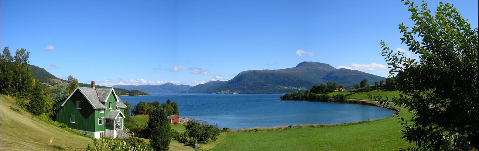 7. Panorama de un fiordo desde la orilla. Autor, Willem