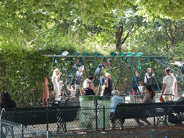 balançoire parc monceau