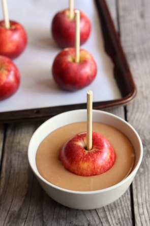 How to Make Caramel Apples // completelydelicious.com