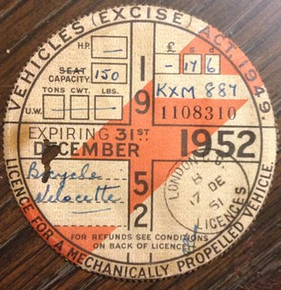 GREAT BRITAIN 1952 ---MOTORCYCLE TAX DISK FOR LICENSE PLATE #KXM887