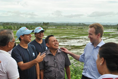 Norway's Minister of Foreign Affairs visits FAO rice seed project after typhoon Haiyan - Philippines