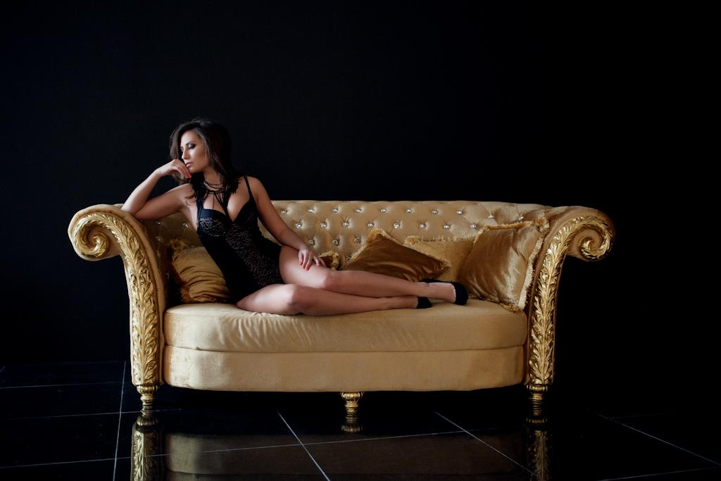 Будуарная фотосессия девушки в студии Новосибирск, фотограф в ГОА