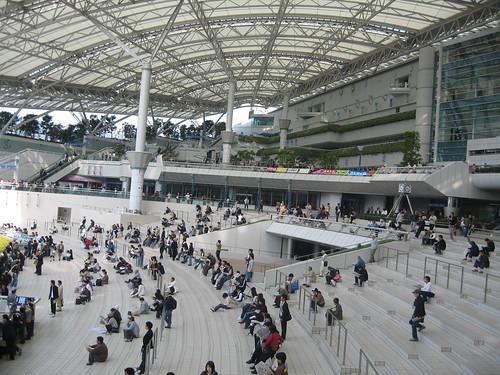 阪神競馬場のフードプラザ
