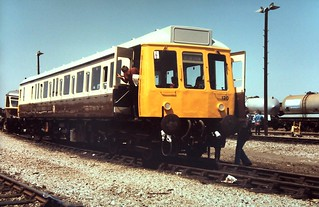 85-414  Class 121 Bubblecar No. 120 (W55020) in GWResque brown and cream livery at Reading's 1985 Open Day