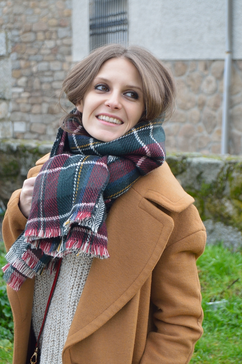 lara-vazquez-madlula-blog-plaid-foulard-brown-look