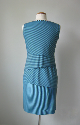 V8904 Stripe dress back