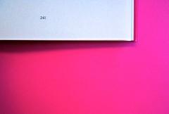 A Vinci, [...], di Morten Søndergaard. Del Vecchio edizioni 2013. Art direction, cover, logo: IFIX. Indicazione del numero della pagina, al piede di ogni pagina, centrato: pag. 241 (part.), 1