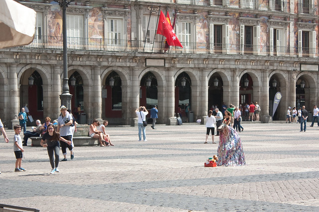 plaza mayor street performers
