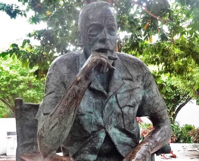 john-huston-statue