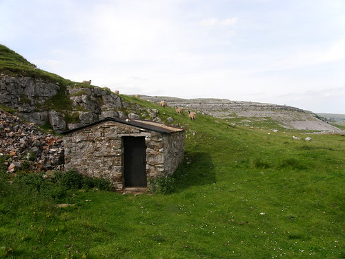 Small hut marks the start of the walk