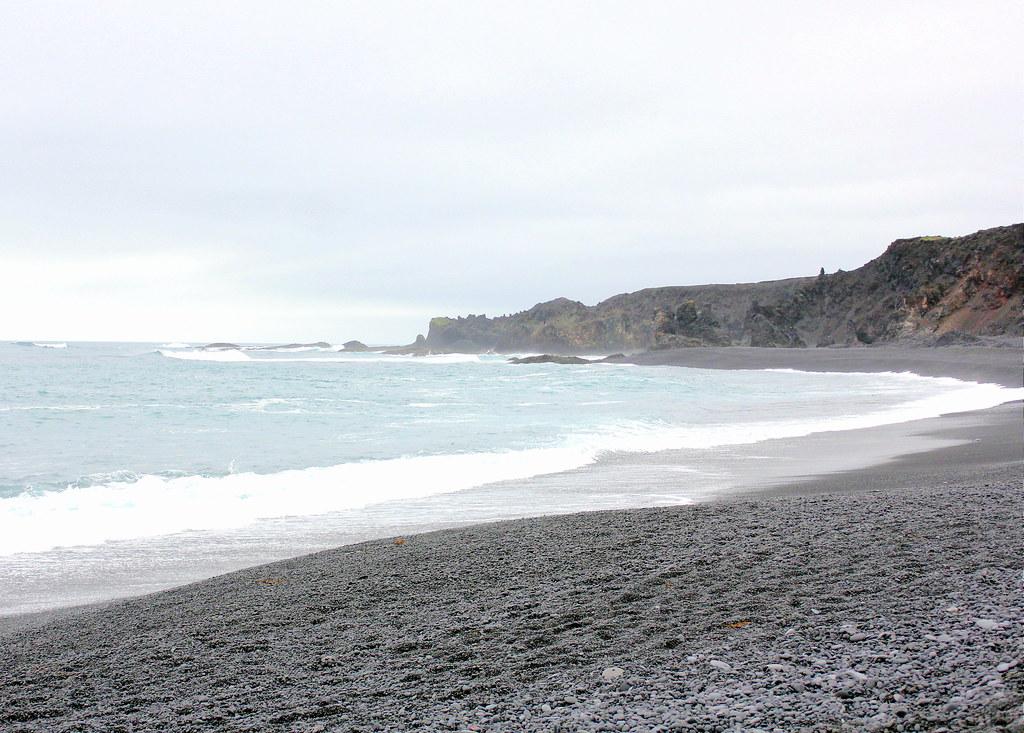 snaefellsnes-peninsula-djupalonssandur-beach