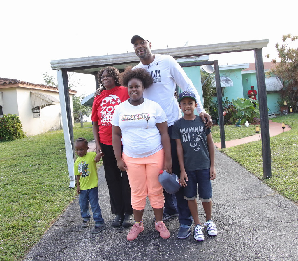 Overtown Youth Center Thanksgiving with Alonzo and Tracy Mourning 2016  009