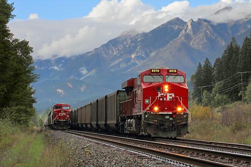 railroad canada mountains train bc britishcolumbia canadianpacific siding cp ge lowclouds graintrain coaltrain dpu meetingtrains es44ac spillimacheen unittrain windermeresubdivision